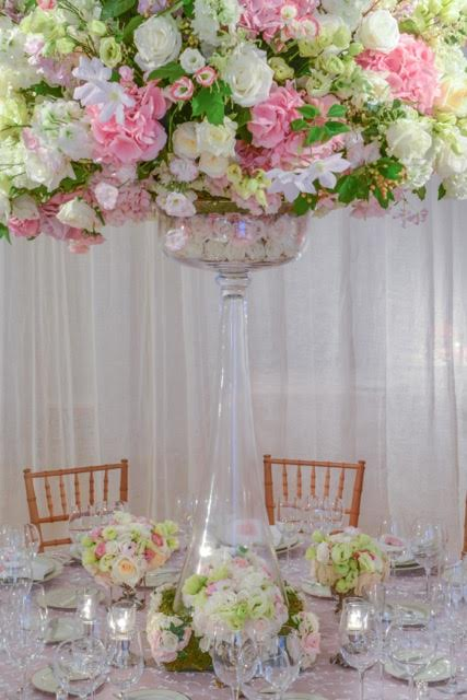 The glass vase can hold weight. The floral arrangement  was done in a large saucer with oasis. It was then positioned on top of the vase. This makes transporting the flowers much easier than arranging it directly in the vase.