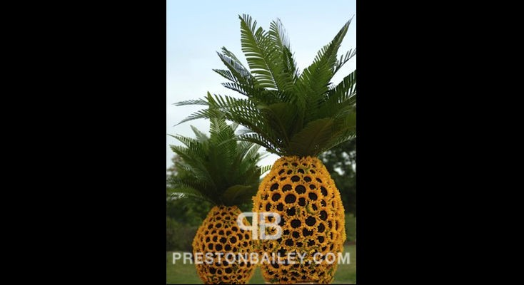 floral sculpture outdoor sunflowers color|green color|yellow